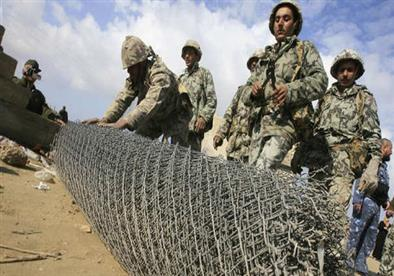 مصر تُحبط منظومة أنفاق حديدية بتمويل قطري على الحدود مع غزة