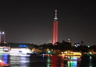 """بالصور.. برج القاهرة يتزين بـ""""الأحمر"""" خلال احتفال الأهلي"""