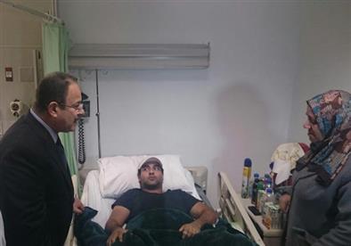 بالصور- وزير الداخلية يزور مصابي تفجير فندق العريش