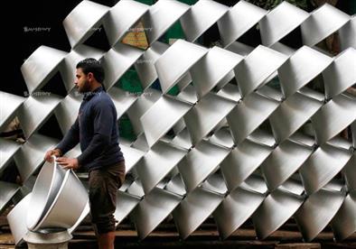 """في مصر.. صناعة الألومنيوم """"تنصهر"""" (قصة مصورة)"""