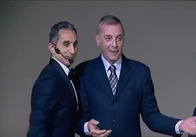"""بالفيديو- موقف كوميدي لـ""""باسم يوسف"""" و """"محمود حميدة"""" على منصة """"قرطاج"""""""