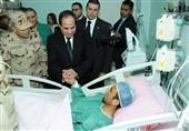 بالصور- السيسي يزور مصابي الحادث الإرهابي الأخير