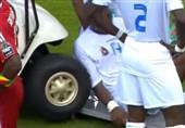 بالفيديو- سيارة إسعاف تصدم لاعب مصاب ببطولة أفريقيا