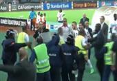 بالفيديو- لاعبو تونس يطاردون الحكم بعد هروبه