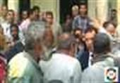 بالفيديو.. أهالي يستوقفون محافظ الأقصر عقب صلاة الجمعة لعرض مشاكلاتهم عليه