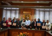محافظ المنيا يطالب وزير التعليم بتخصيص 5% للمتفوقين علميا