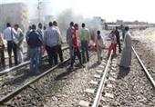 أنصار الإخوان يشعلون النيران على شريط السكك الحديدية بالمحلة