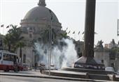 إصابة 8 أشخاص من بينهم 4 ضباط شرطة إثر انفجار قنبلة أمام جامعة القاهرة