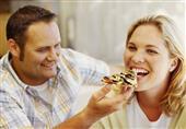 دراسة : الحب يؤدي للبدانة أحياناً