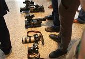 """كلاب """"لوزان"""" تفتش الصحفيين عشية مفاوضات نووي إيران"""