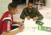 بالصور- رمضان صبحى يوقع عقدا جديدا مع الأهلي