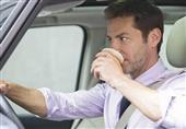 ماذا يفعل عدم شرب المياه أثناء القيادة؟