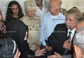 أسرة الأبنودي تتلقي عزائه في مسجد الدوحة بالإسماعيلية (صور)