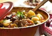 طبق اليوم: طاجن اللحم بالبصل والثوم من مطبخ منال العالم