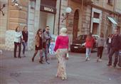 تجربة معاذ: يحصل ايه لو محجبة مشيت في شوارع إيطاليا؟ - (صور)