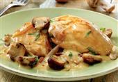 طبق اليوم: الدجاج بالصلصة البيضاء من مطبخ منال العالم