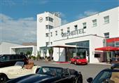 فندق نادر لعشاق السيارات بألمانيا - صور