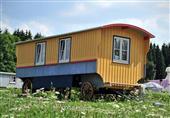 عربة السيرك وبيوت الهوبيت..منازل حقيقية فى صور