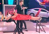 """""""جينو"""" يُخدر ميس حمدان مغناطيسياً ويعلق جسدها بالهواء"""