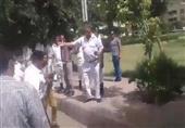 افراد شرطة يعتدون بالضرب والسب على أحد المواطنين