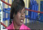 شاهد أول سيدة تعمل حكم في مباريات الملاكمة بسبب غيرتها من زوجها