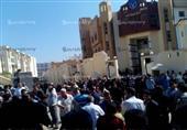 بالصور - أهالي يتجمهرون ويتهمون شرطة رشيد بتعذيب محتجز حتى الموت