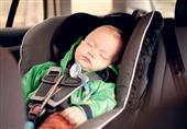 تحذير من نوم الرضع في مقاعد السيارة