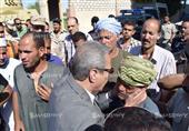بالصور.. محافظ المنيا ومدير الأمن يتقدمان جنازة شهيد سيناء