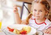12 نصيحة لتعليم طفلك صيام رمضان