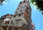 بالصور.. بدء إزالة العقار المائل شرق الإسكندرية