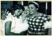 صورة نادرة تجمع راقصات العصر الذهبي