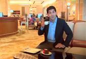 بالفيديو: فقط في دبي.. الكابوتشينو مغطي بالذهب