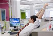 تمارين الإطالة تجنبك آلام الظهر في العمل