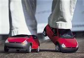 بالفيديو.. إذا فقدت مفتاح سيارتك فحذائك هو الحل!