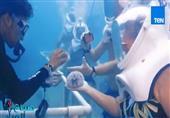 خوذات تسمح للسياح التنفس والسير تحت الماء دون الحاجة لأدوات الغطس