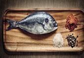 تريد التخلص من رائحة السمك في المنزل؟ إليك 5 حلول