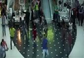 """سوريون يفاجئون الناس بالرقص والغناء في """"مول"""""""