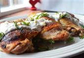 طبق اليوم: دجاج مشوي حار بصوص الزبادي والزعتر