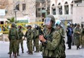 قوات الاحتلال الإسرائيلي تصيب فلسطينيا بعيار ناري وتعتقل 4 شمال القدس