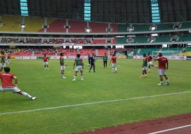 إحماء لاعبي المنتخب قبل مواجهة الكونغو بتصفيات المونديال