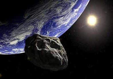 نوع نادر.. التعليم العالي: كويكب ضخم يقترب من الأرض مساء اليوم