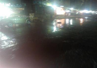 كسر ماسورة مياه بشارع مستشفى الصدر بالعمرانية –صورة