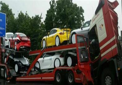 بالصور.. حادث على الطريق السريع يودي بحياة 6 سيارات بورش!