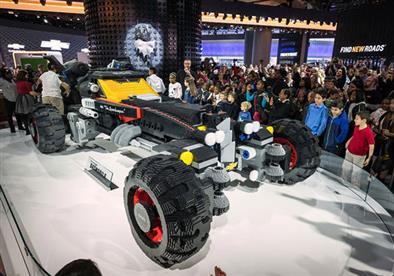 """بالصور.. شيفرولية تبني سيارة لـ""""باتمان"""" من """"الليجو"""""""
