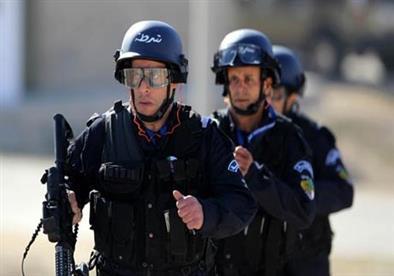مشادات بين الشرطة الجزائرية ومتظاهرين حاولوا الوصول لمقر رئاسة الجمهورية