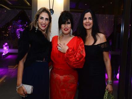 بالصور والفيديو- فيفي عبده وإلهام شاهين ترقصان في حفل زفاف ابنة إيناس الدغيدي
