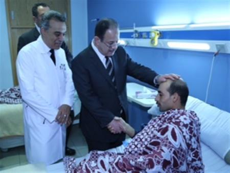 """بالصور- وزير الداخلية يزور مصابي """"الواحات"""".. ويؤكد: نُدرك التحديات التي تواجهها الدولة"""