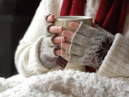 هل تساعد المشروبات الساخنة على علاج نزلات البرد؟ طبيب يجيب