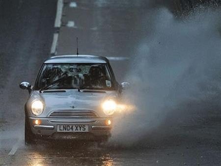7 نصائح لمواجهة الطقس السيئ وهطول الأمطار أثناء القيادة