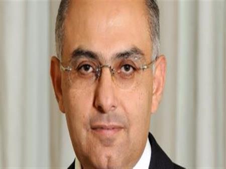 أشرف سلطان يوضح من يقوم بتيسير الأعمال خلال رحلة علاج شريف إسماعيل - فيديو